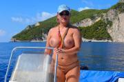 Nackt mit dem Boot auf Zakynthos