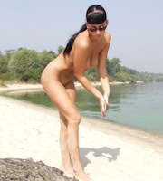 nude Girls on the beach